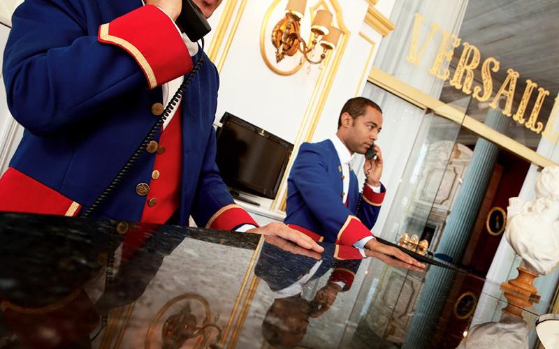 Во что одеты сотрудники отелей Leading Hotels
